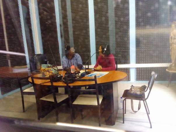 Missionárias no programa de rádio em Moçambique