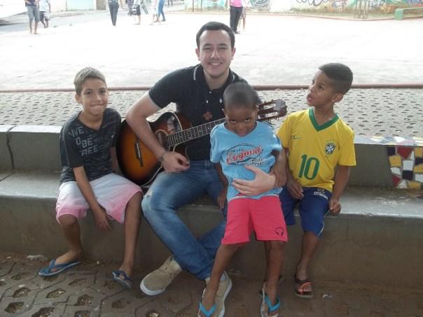 André na evangelização com as crianças