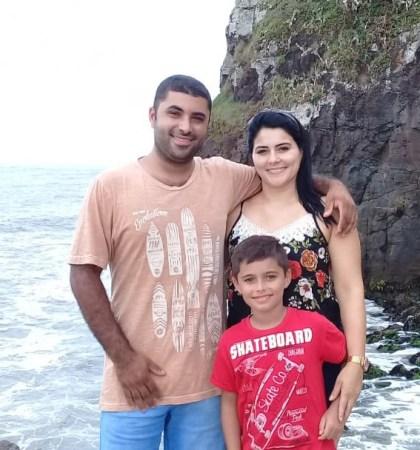 Aline com esposo e filho