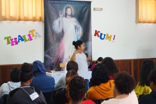 Missionária prega para jovens no Thalita Kum em Portugal