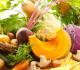 Mesa repleta de legumes e hortaliças