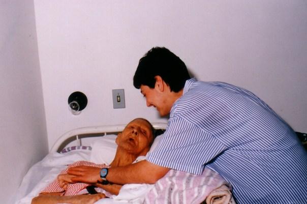 Maria Paola com um doente