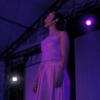 Jovem atua durante musical. (Foto: Mônica Santi)
