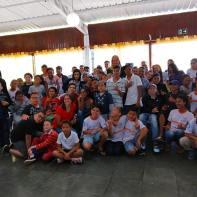 Foto com as crianças atendidas no CCA Pe. Pio.