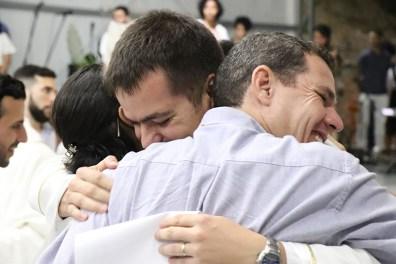 Abraço fraterno entre vinculados