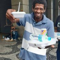 Entrega de alimentos no Rio de Janeiro (2)