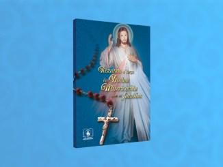 Rezando o Terço da Divina Misericórdia com as famílias