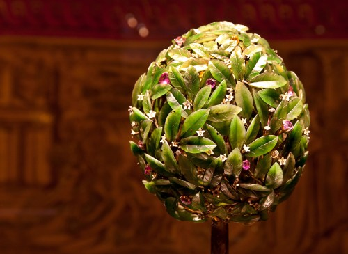 green-treen-white-flowers-faberge-egg-vatican-museum