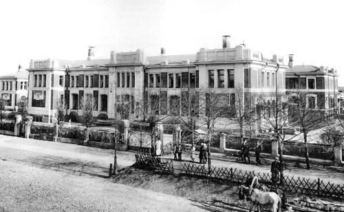 Moscow,_Morozov_Hospital,_I.A.Ivanov-Schitz,_1900-1905