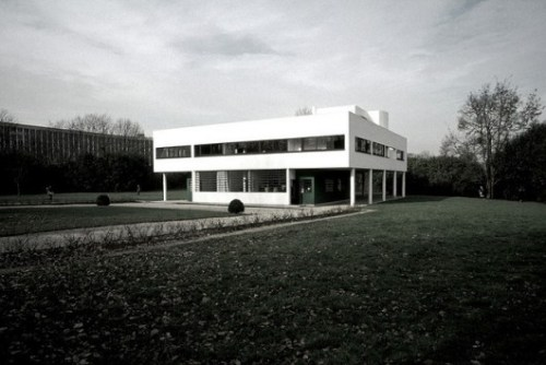 22233_524e493be8e44ecb170004b5_happy-birthday-le-corbusier-_scarletgreen-530x354