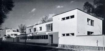 https://rbkclocalstudies.wordpress.com/2013/11/14/from-bauhaus-to-our-house-old-church-street-1936/