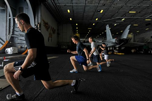 US_Navy_120210-N-ZI635-041_Sailors_participate_in_a_Tactical_UnderWay_Fitness_(TUF)_class_in_the_hangar_bay_aboard_the_Nimitz-class_aircraft_carrie