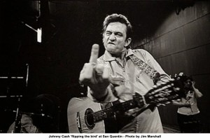 Johnny-Cash-Flipping-the-Bird-San-Quentin