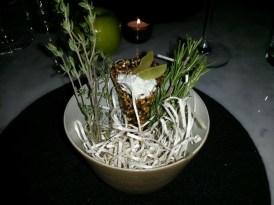 Un platito entre dulce y salado: queso de cabra con uvas y maní
