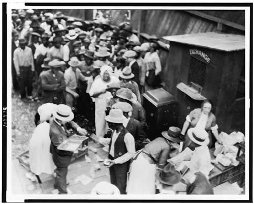 negrittud-disturbios-raciales-en-tulsa-oklahoma-el-2-de-junio-de-1921-foto-alvin-ckrupnick-visual-de-materiales-de-la-naacp-docymentos-ocwmitedu