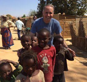 Fr. Michael Della Penna en su visita a África