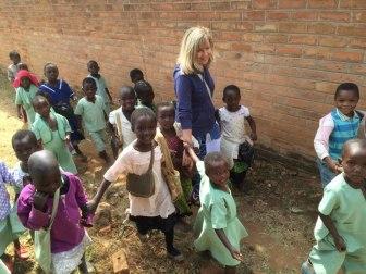 Frankie con los niños de Malawi