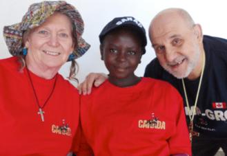 Joan y Andrew Simone en visita a Zambia 2013