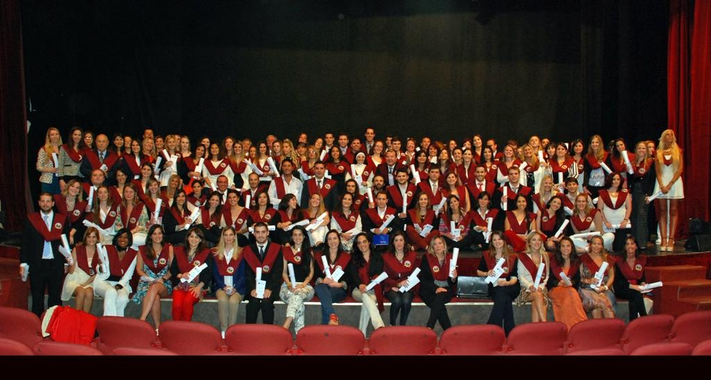 Grupo de graduados de la Universidad FASTA