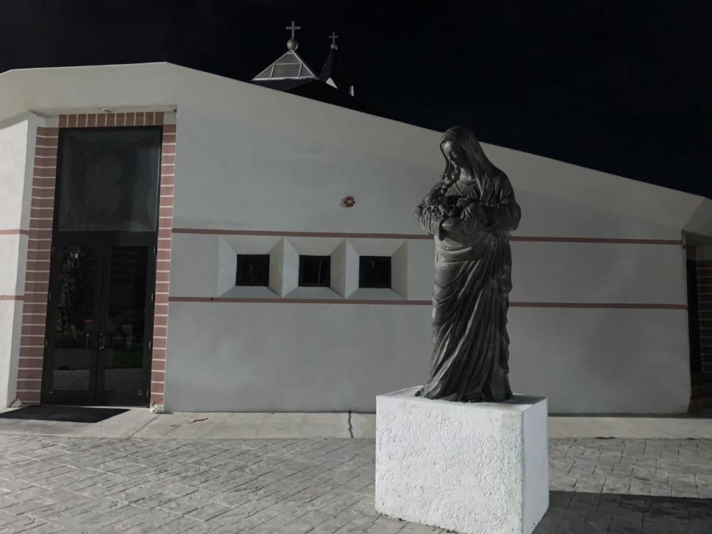 Exterior de la parroquia Ntra. Sra de la Divina Providencia