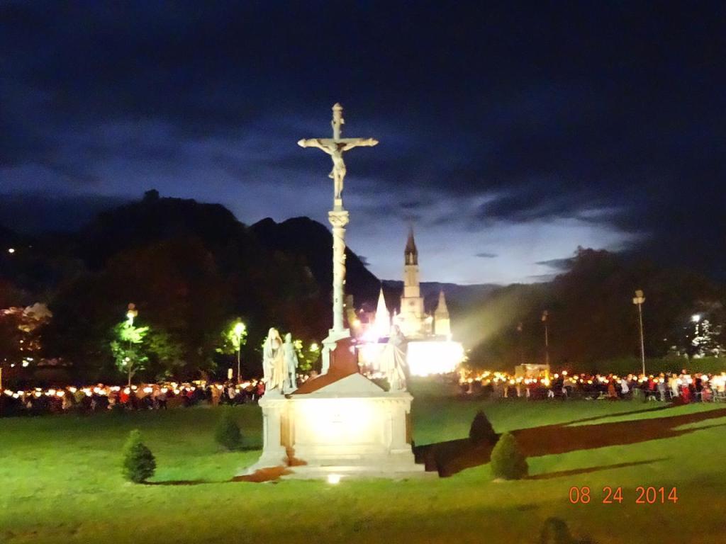 Santuario Principal de noche durante la Marcha de las Antorchas