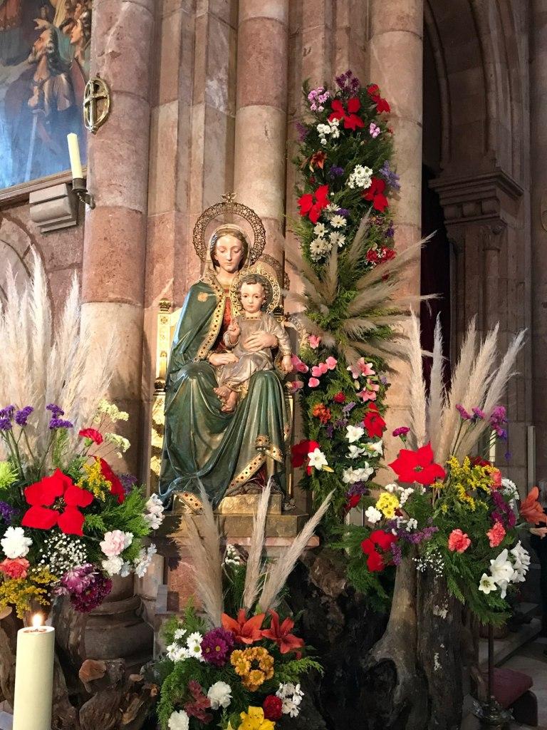 Imagen de Maria dentro del templo principal