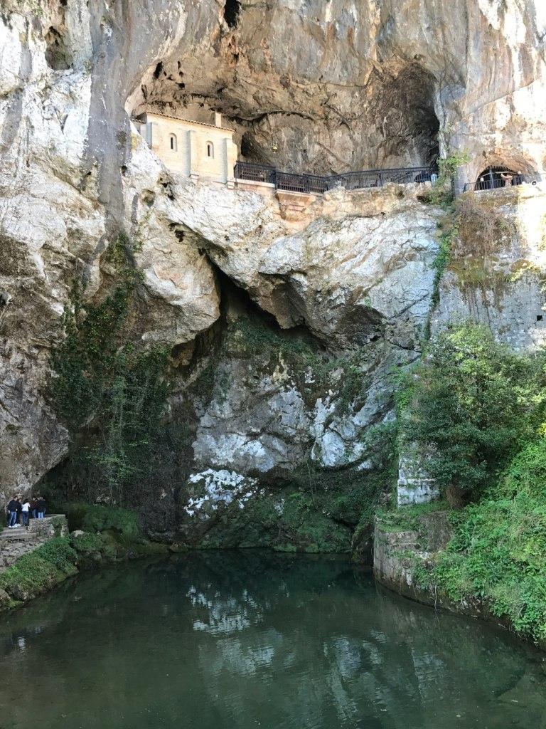 Laguna y Cueva