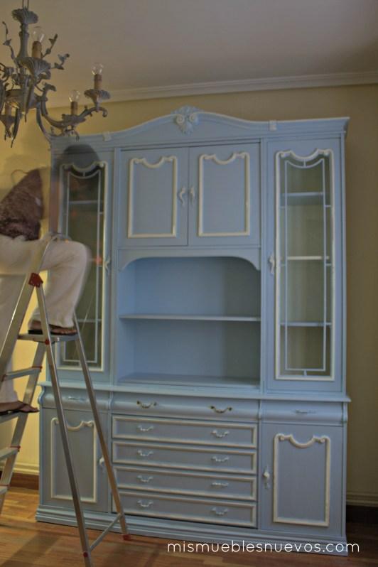 Mueble clsico de saln comedor pintado en azul