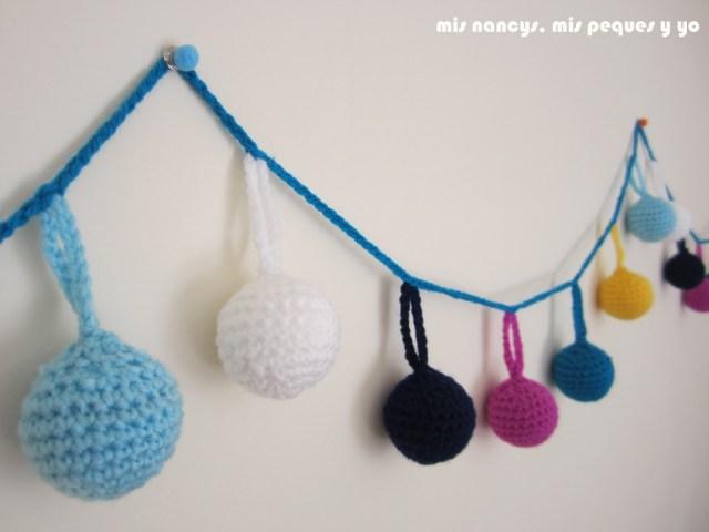 mis nancys, mis peques y yo, guirnalda con bolas de crochet, detalle