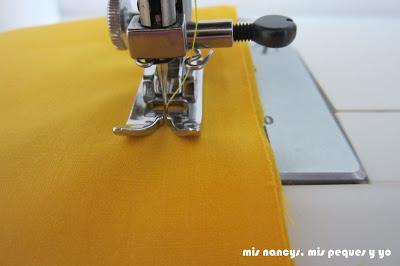 mis nancys, mis peques y yo, tutorial DIY funda de cojín sencilla con cremallera y volante, coser laterales