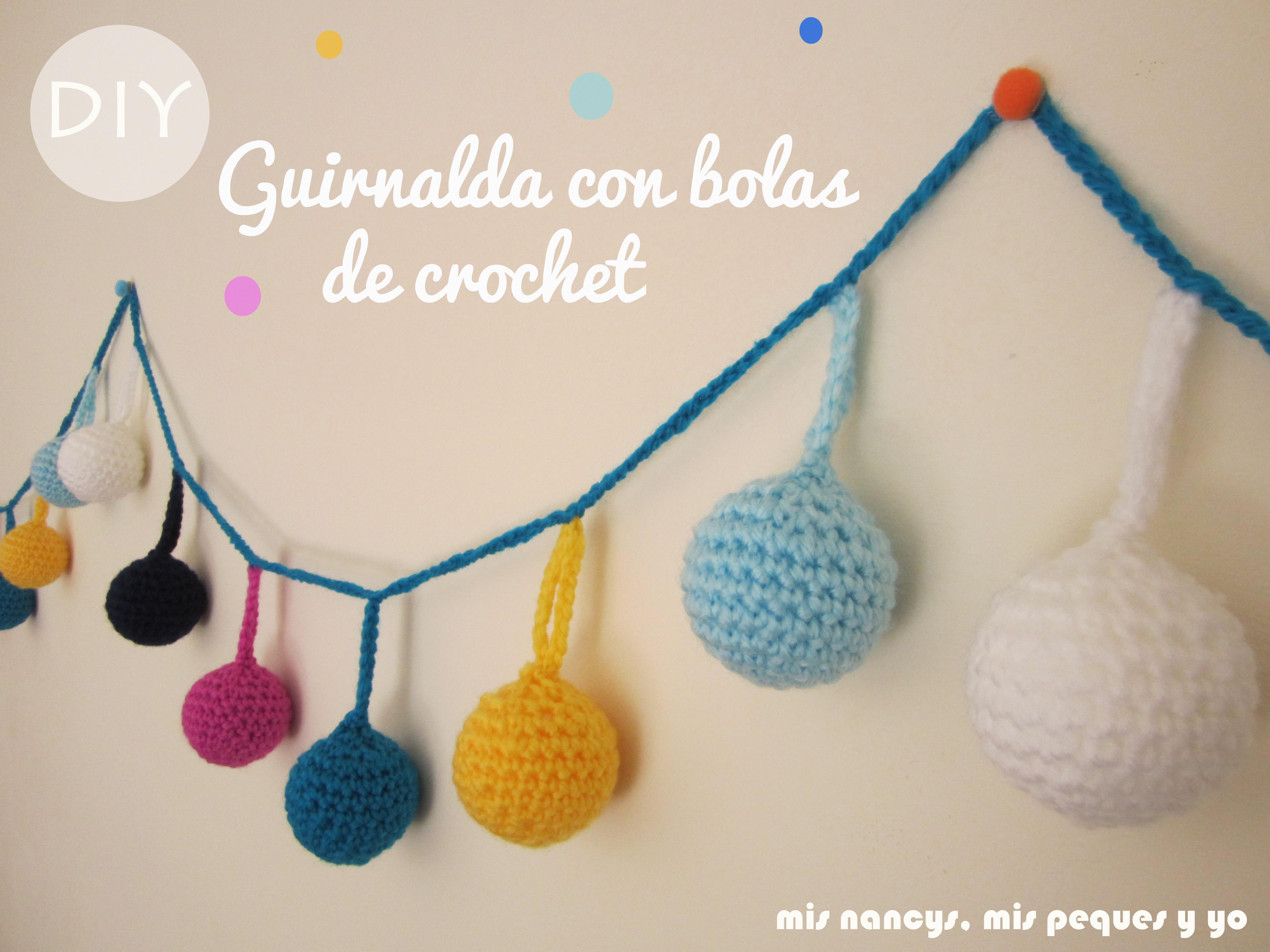 Guirnalda con bolas de Navidad de crochet