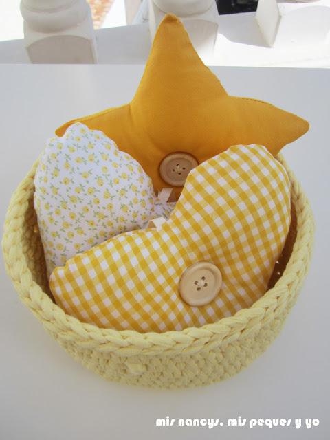mis nancys, mis peques y yo, colgantes de tela para habitación infantil y cesta de trapillo redonda, detalle
