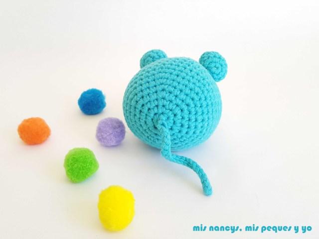 mis nancys, mis peques y yo, ratón amigurumi azul parte trasera