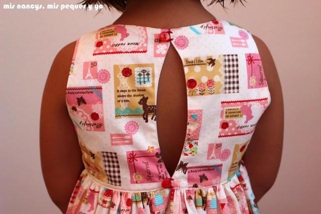 mis nancys, mis peques y yo, vestido everyday dress de Cosotela, detalle espalda como queda vestido rosa