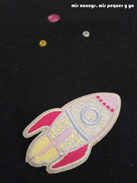 """mis nancys, mis peques y yo, tutorial aplique en sudadera """"en el espacio"""", detalle bordado nave espacial"""
