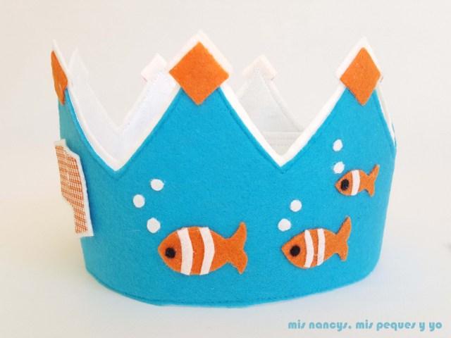 """mis nancys, mis peques y yo, corona de fieltro para cumpleaños """"Bajo del mar"""", lado con pececitos"""