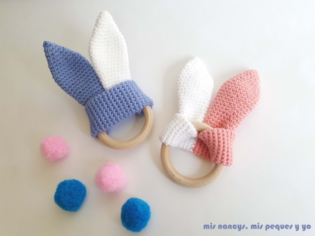 mis nancys, mis peques y yo, mordedores conejito de crochet, con aros de madera natural