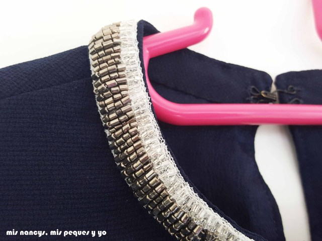 mis nancys, mis peques y yo, blusa de doble capa para mujer, detalle tira de abalorios en el cuello