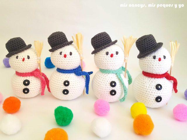 mis nancys, mis peques y yo, muñecos de nieve amigurumi, muñecos de nieve en escalera de tamaño