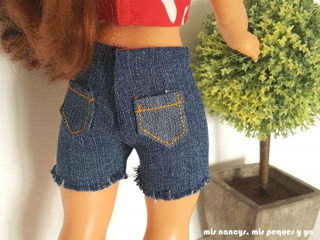 mis nancys, mis peques y yo, tutorial pantalón corto para Nancy, modelo short vaquero deshilachado, parte trasera