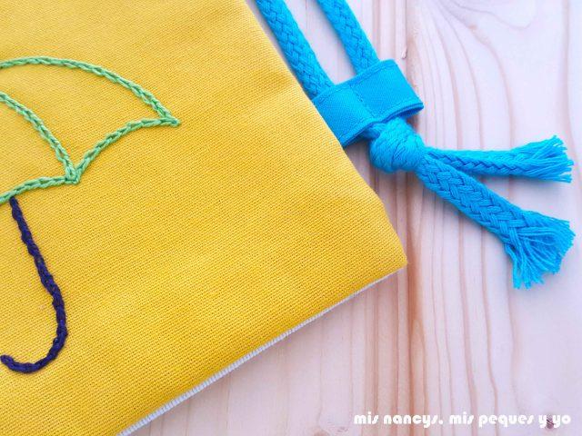 mis nancys, mis peques y yo, mochilas de tela infantiles, detalle pasador de cordones