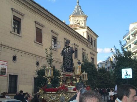 Procesión frente al Hospital de San Juan de Dios. Foto: Francisco López