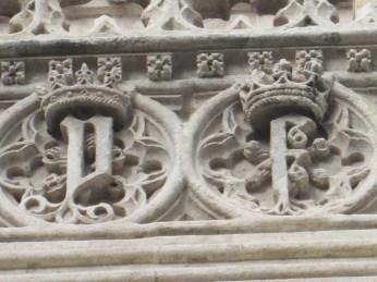 Iniciales de los RR. Católicos. Capilla Real. Granada. Foto: Francisco López