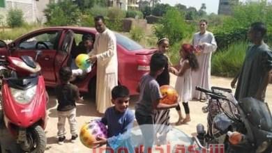 """Photo of السويسرى """"ريان"""" ينثر الهدايا على أطفال الأقصر فى اول ايام عيد الأضحى"""