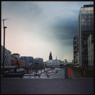 Köln Rheinauhafen: im Sonnenschein spazieren kann ja jeder ...