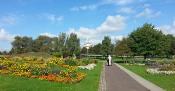 Blick auf den Jahrtausendturm im Elbauenpark