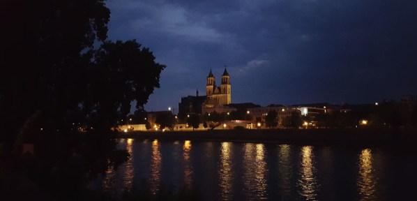 Magdeburg - Blick auf Dom und Elbe in der Nacht