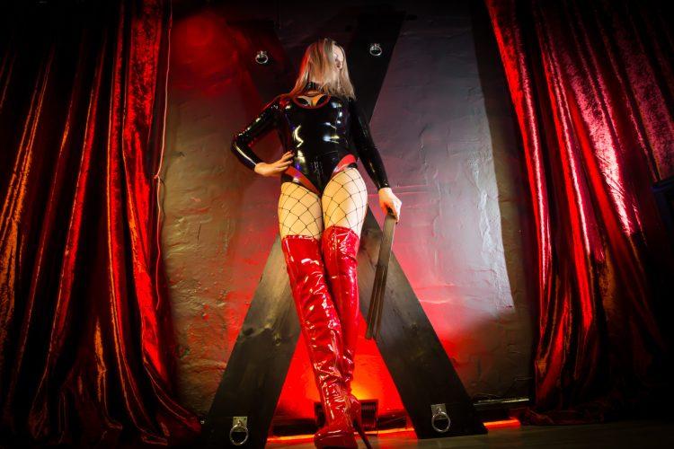 Pro Domme, dominatrix, Mistress Northampton, Oxford, Milton Keynes