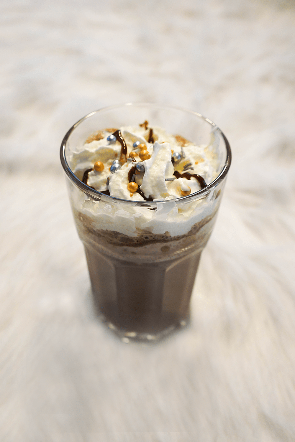 Delicious mint hot chocolate recipe for the winter months. get in the christmas spirit with the glamour sparkles. Self-care ideas, dark chocolate milk #chocolate #drink