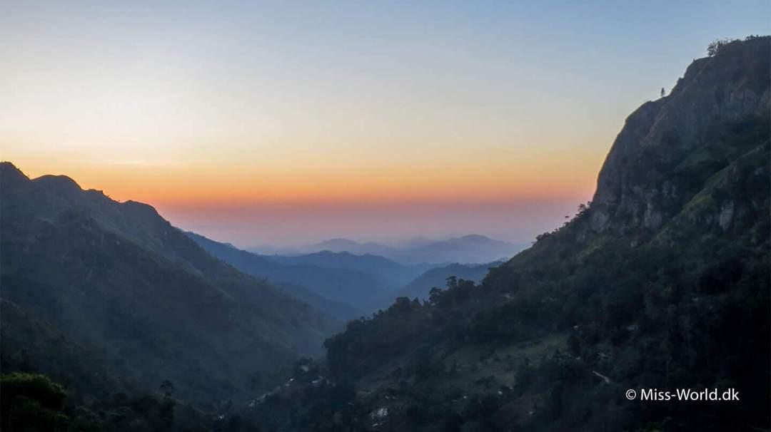Sæt vækkeuret til kl. 6 og bliv belønnet med en smuk solopgang. Det tidlige morgenlys iElla Gap